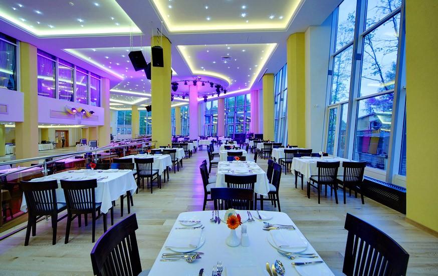 Ресторан в ЛЕС Арт Резорт